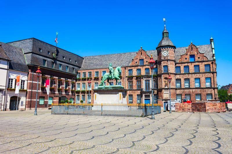 Дюссельдорфская ратуша — википедия