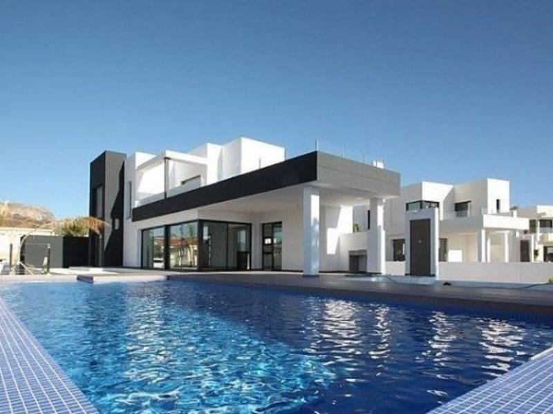 Приобретение коммерческой недвижимости в испании