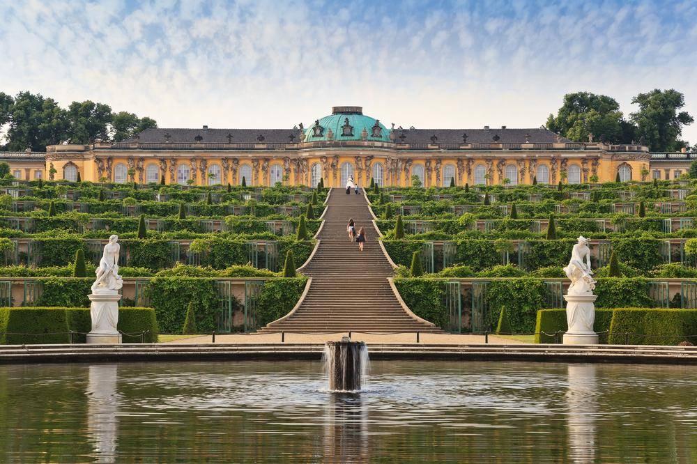 Дворец сан-суси в потсдаме— виноградный домик фридриха великого