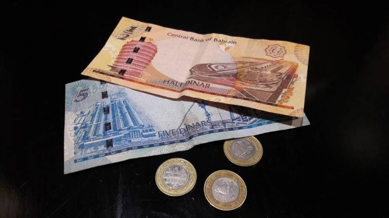 Как выгоднее рассчитываться в турции в 2019 году: карточкой или валютой долларом и евро?