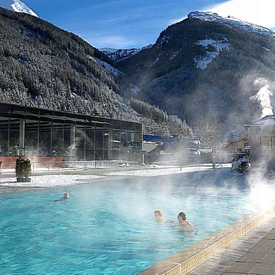 Водолечение: чем полезно купание в термальных источниках