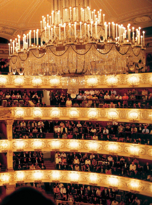 Баварская государственная опера (нем. bayerische staatsoper) в мюнхене. фото