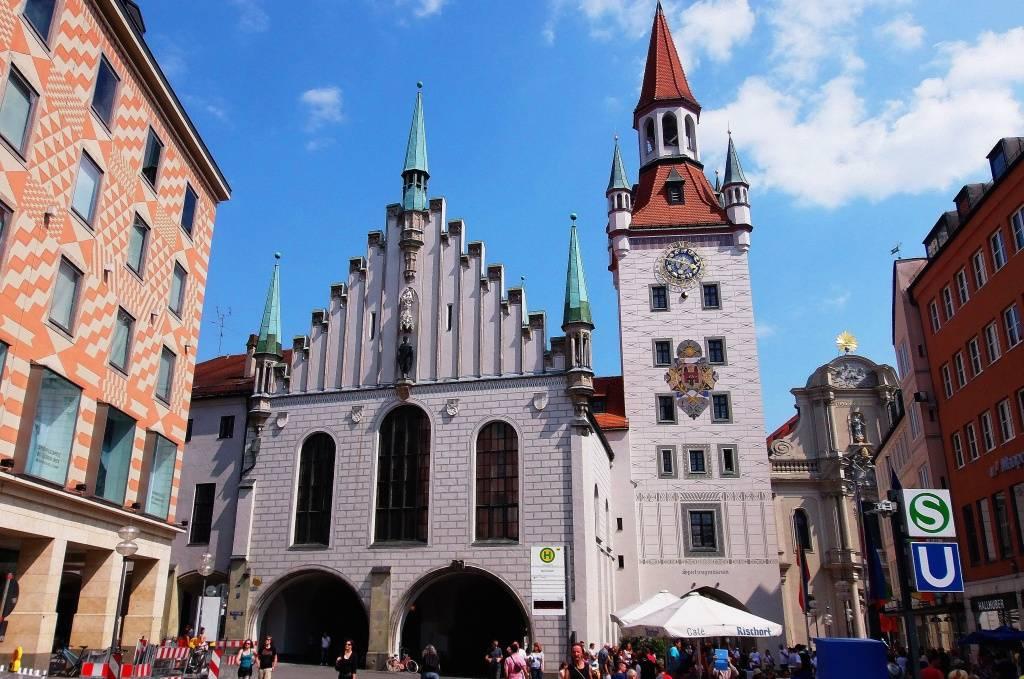 Церковь святого петра (нем. st. peter) в мюнхене. фото