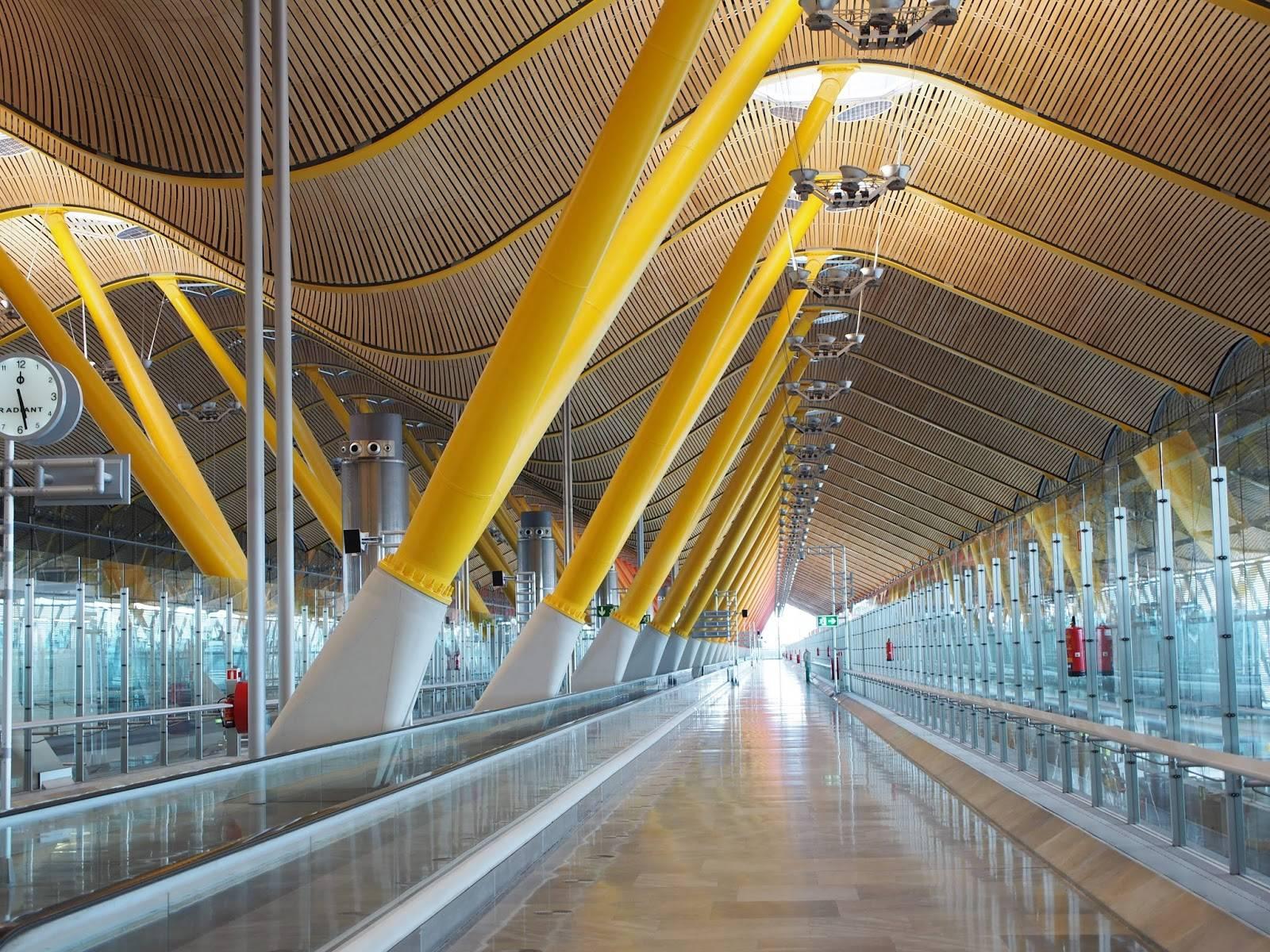 Как добраться из аэропорта барахас в центр мадрида?