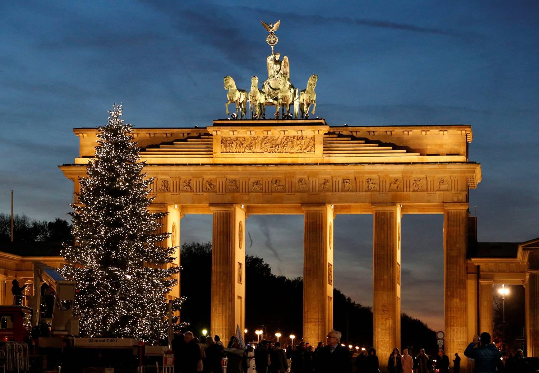 Бранденбургские ворота - одна из главных достопримечательностей берлина