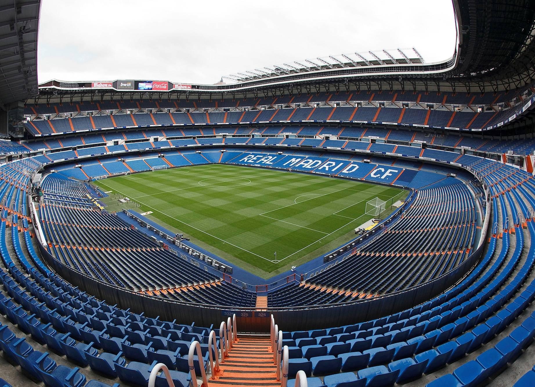 12 самых больших футбольных стадионов в россии
