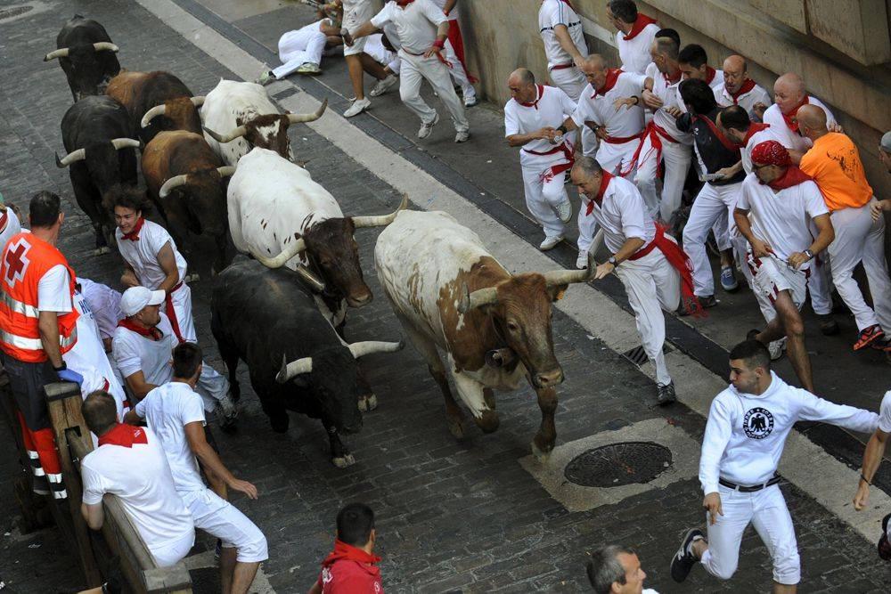 Впервые с 1930-х годов в памплоне 7 июля не проводится бег быков: тогда помешала гражданская война в испании, сегодня – карантин из-за covid-19