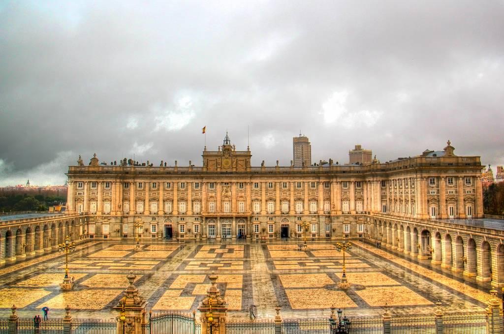 Королевский дворец в мадриде (испания) — плейсмент