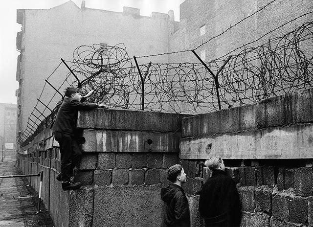 Берлинская стена - символ противостояния вермен холодной войны