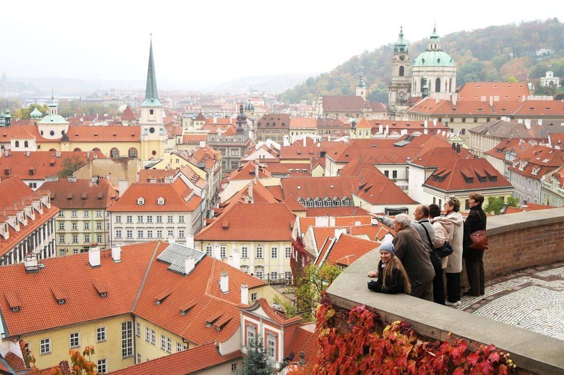 Уровень жизни в чехии: плюсы и минусы, как относятся к русским чехи, стоимость жизни, зарплаты мигрантов