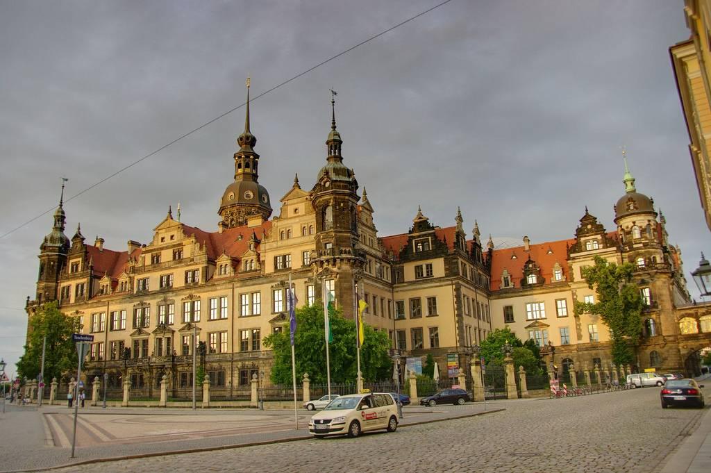 Дрезденский замок-резиденция — википедия