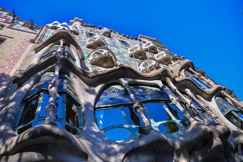 Дом бальо или каса батльо в барселоне от антонио гауди: описание, что посмотреть внутри и на крыше
