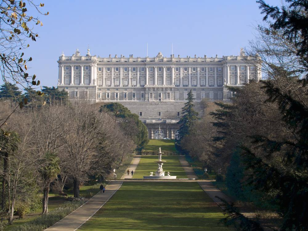Королевский дворец в мадриде, испания – официальный сайт, билеты, бесплатно, фото, отели – туристер.ру
