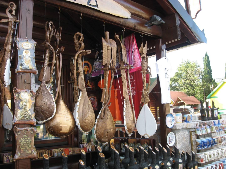 Что привезти из черногории? 64 фото белые и красные вина, стандартные сувениры и другие подарки. отзывы туристов о шопинге в черногории