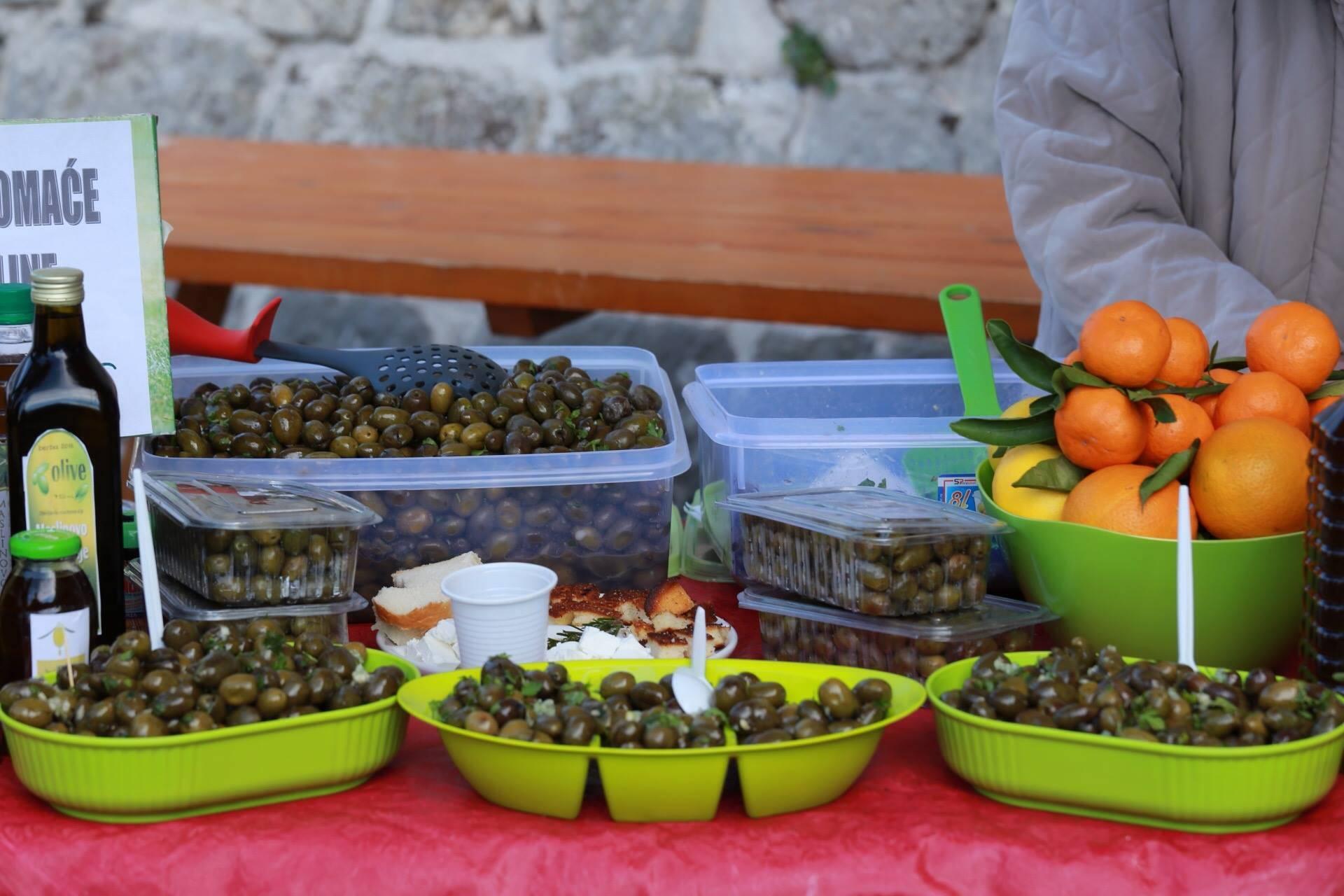 Что привезти из черногории в подарок (23 фото): еда, косметика, одежда и национальный колорит