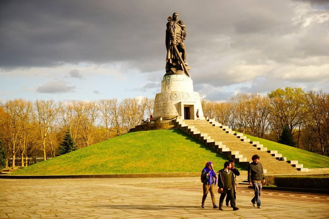 Памятник раздора: дутаяистерия вокруг музыкального фестиваля втрептов-парке · живой берлин · взгляд из столицы европы