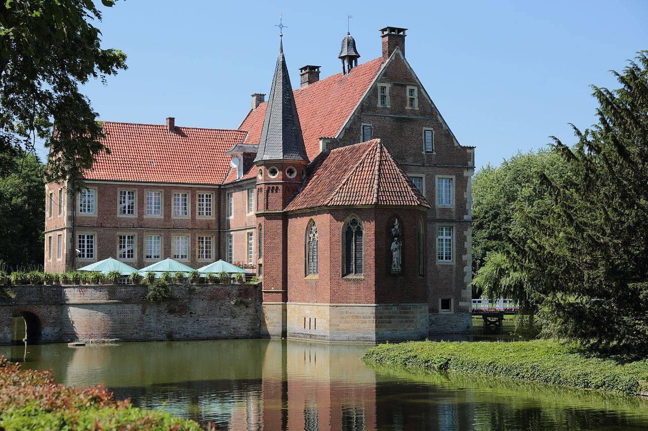 Епископский дворец в асторге— где находится, режим работы, цены 2021, фото, видео, отели рядом, как добраться на туристер.ру