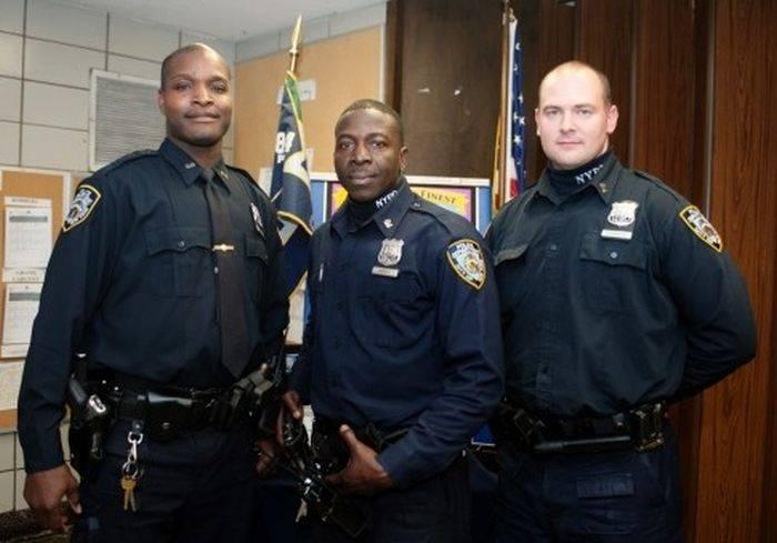 Зарплата у полицейских в сша