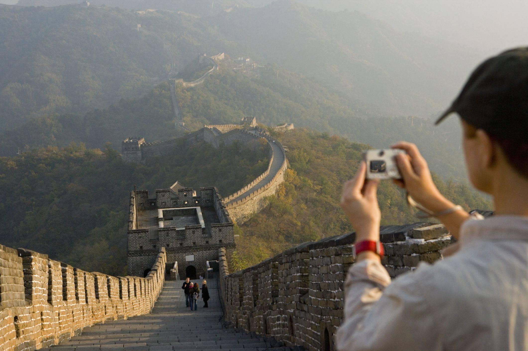 Великая китайская стена — крупнейший памятник архитектуры в мире