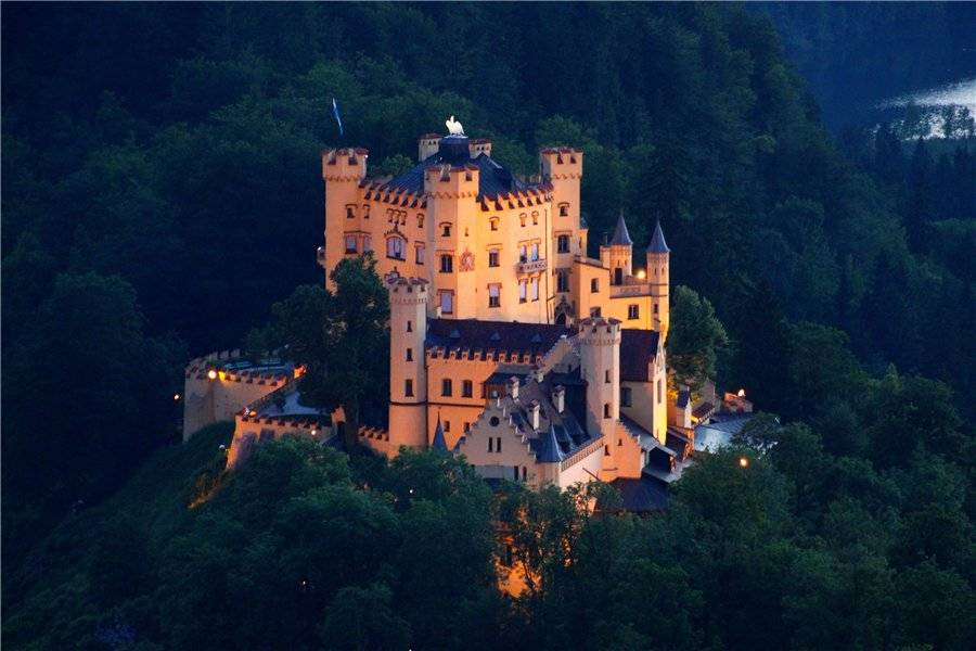 Лебединый замок нойшванштайн в баварии