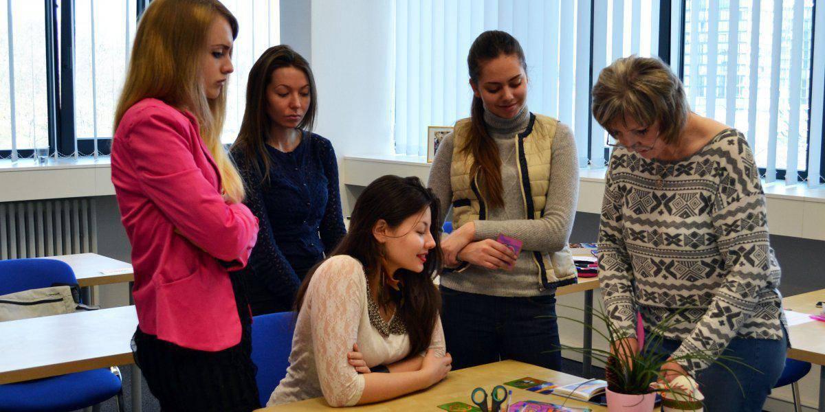 У кого выше шанс на поступление в чешский вуз? курсы в чехии или дома?