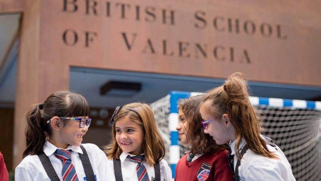 В какую школу в испании лучше отдать ребенка в 2021 году