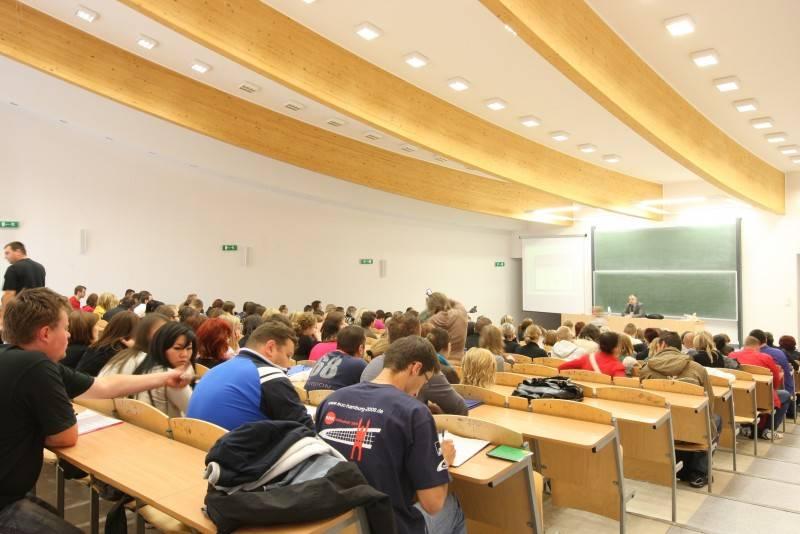 Зачем учиться в полицеальных школах: выгоды бесплатного образования для иностранцев в польше - образование