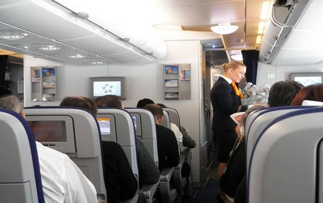 Самый крупный авиаперевозчик в мире - lufthansa