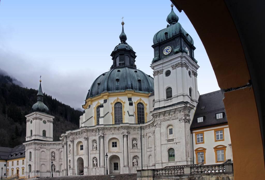 Монастырь этталь: историческое и культурное наследие баварии