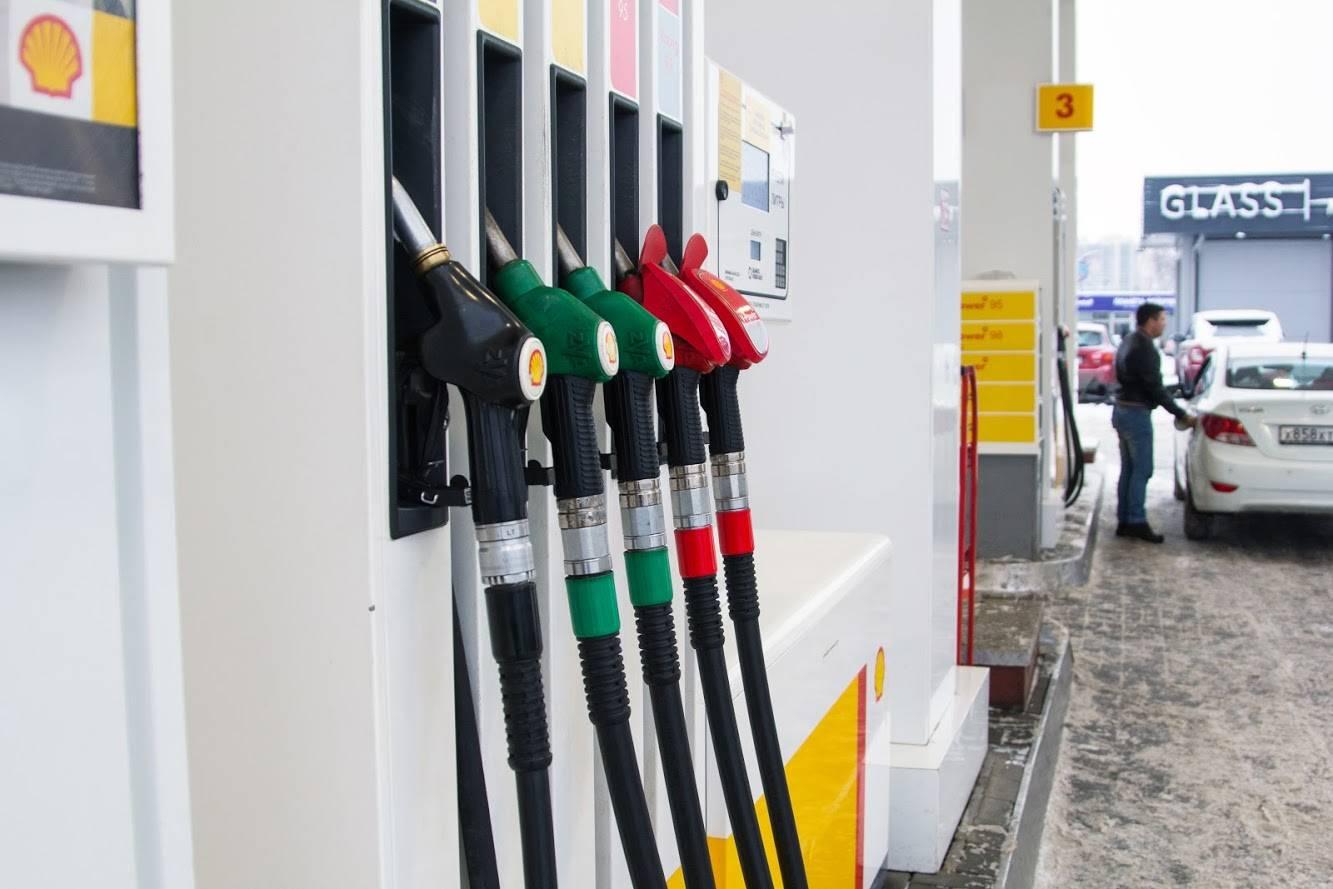Сколько стоит 1 литра бензина в сша в 2021 году?