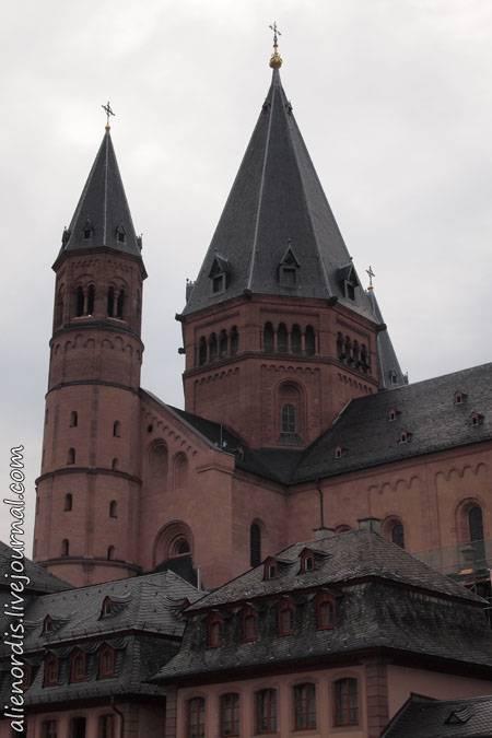Звонница смольного собора