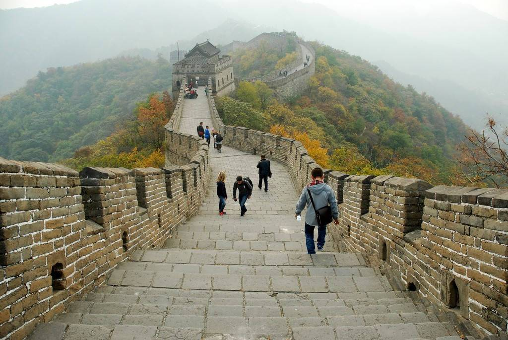 За сколько лет возвели великую китайскую стену и ее назначение для китая