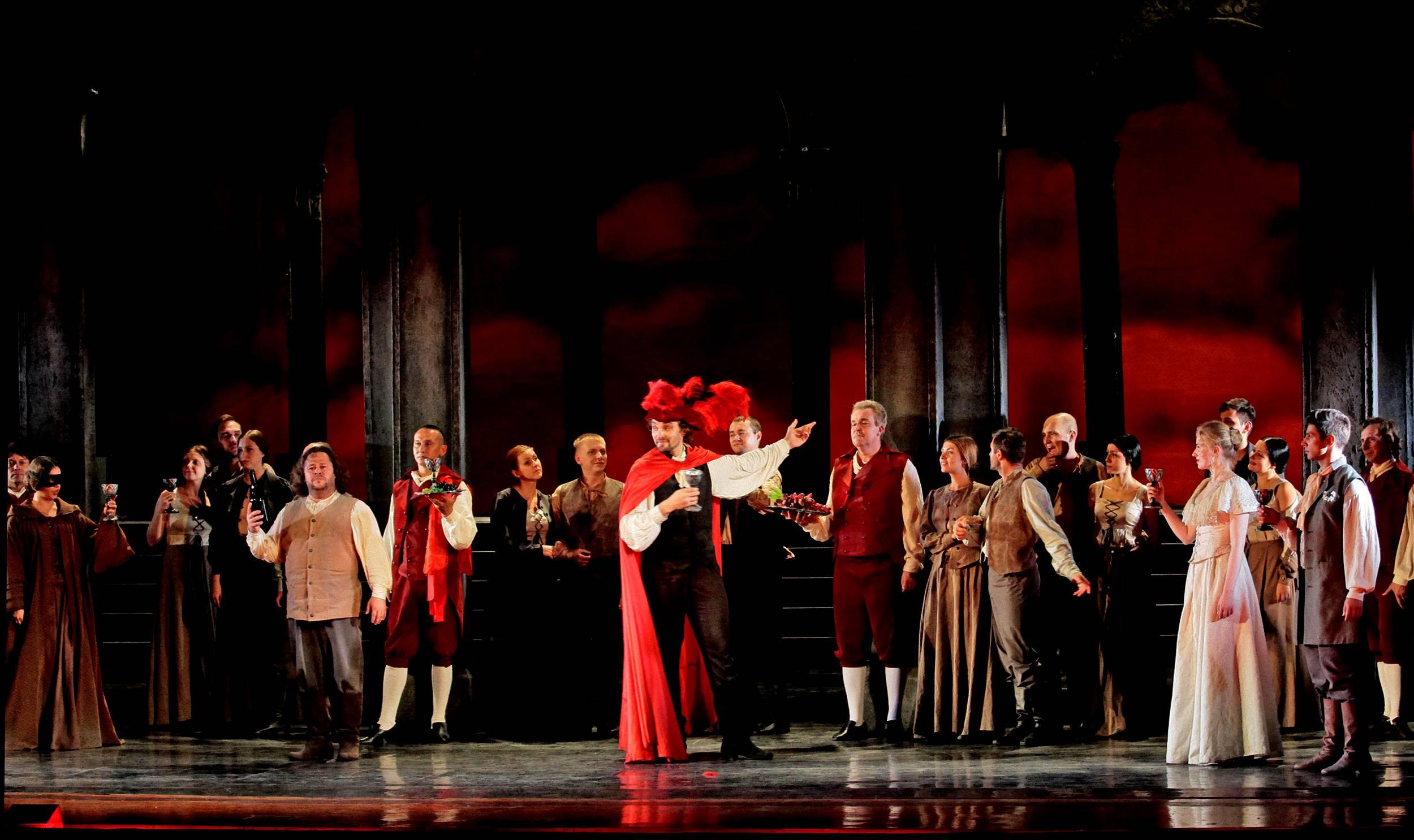 Стоячей овацией завершился совместный концерт «геликон-оперы» и oper am rein в дюссельдорфе