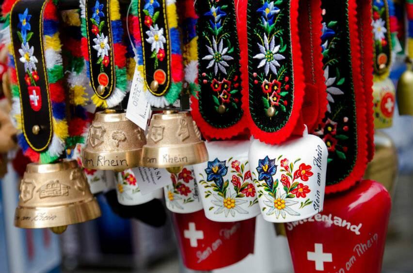 На память: что привозят из путешествия. список подарков из европы от инсайдеров | world fashion channel