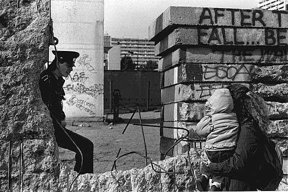 Падение берлинской стены. год падения берлинской стены