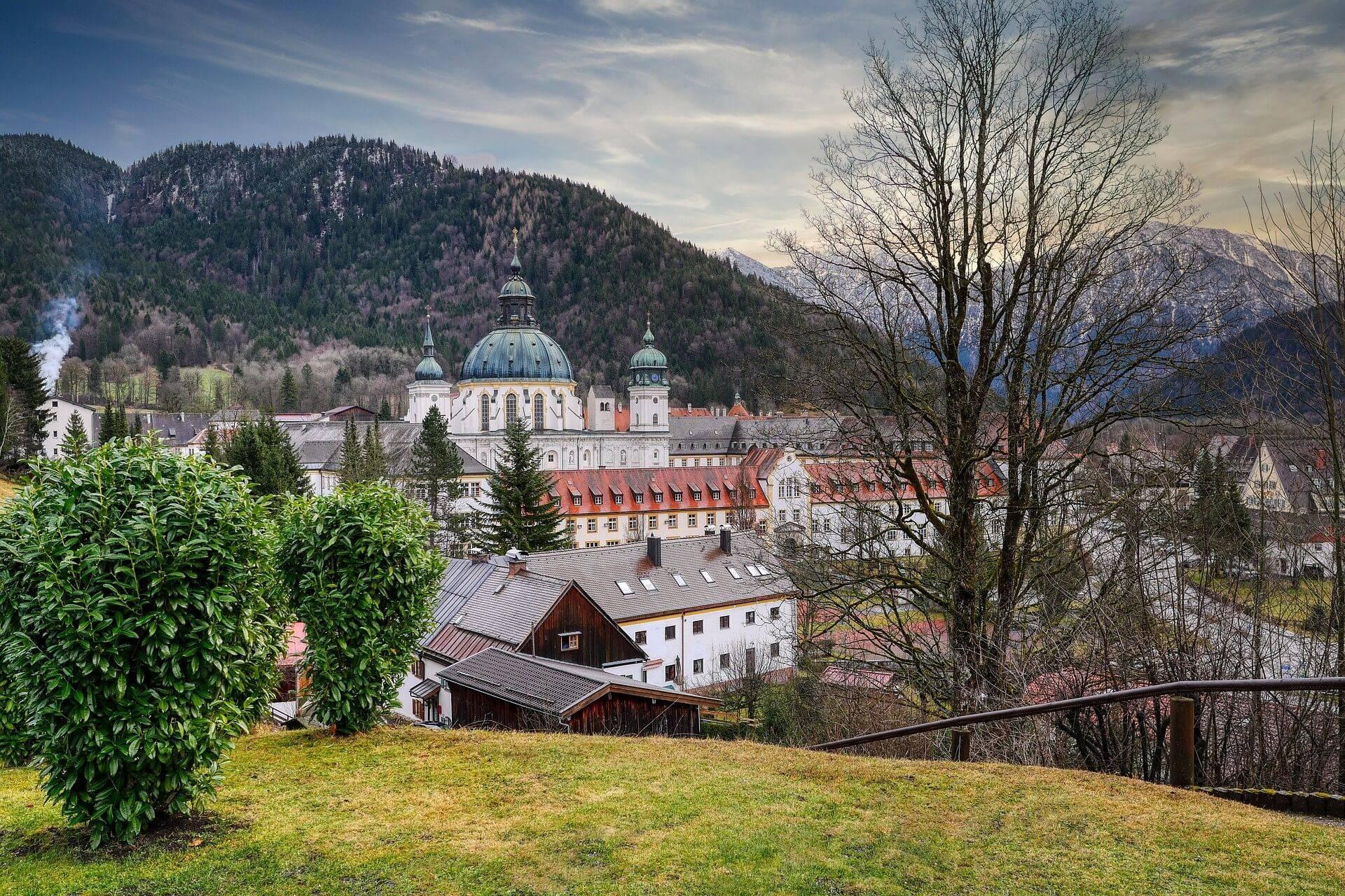 Монастырь этталь: архитектура и интерьер церкви при монастыре