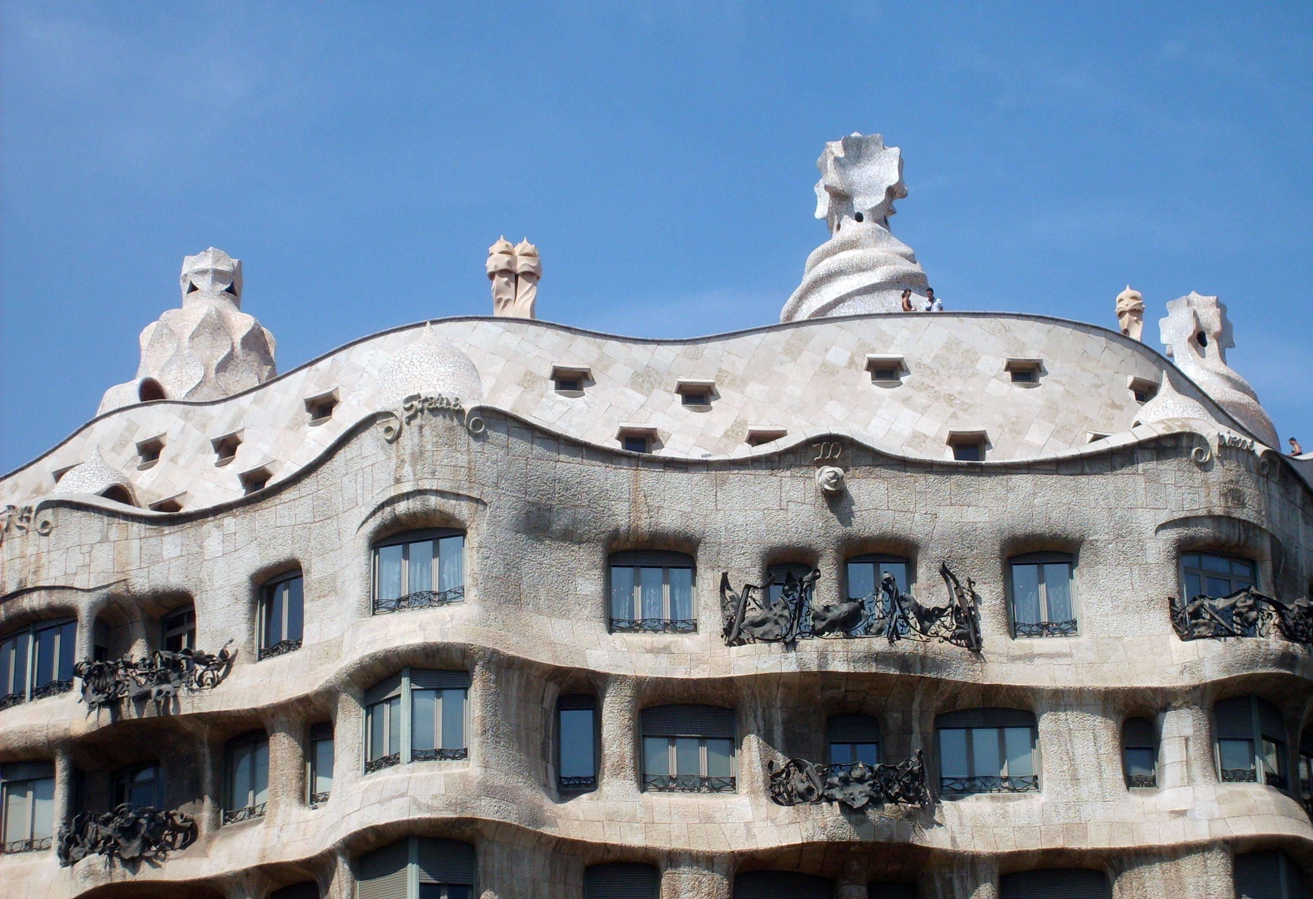 Дом мила в барселоне - творение гауди