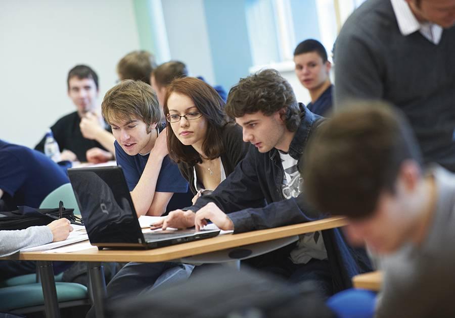 Британские языковые школы: виды программ, стоимость, поступление