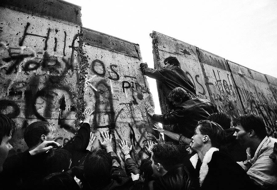 История создания и разрушения берлинской стены как символа холодной войны