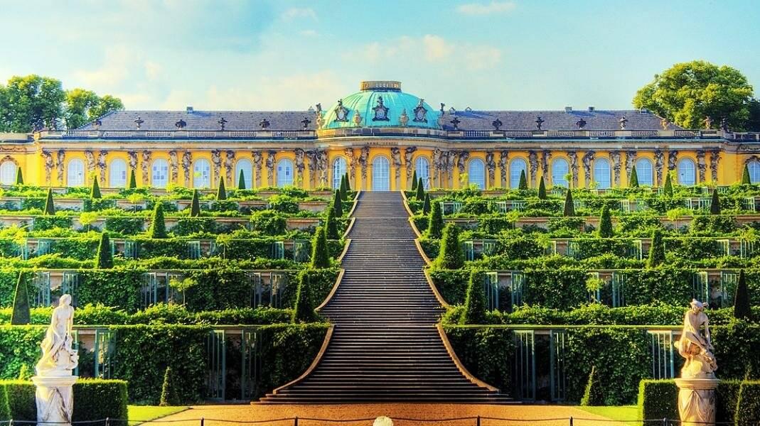 Дворец Сан-Суси в Потсдаме – одна из главных достопримечательностей Германии