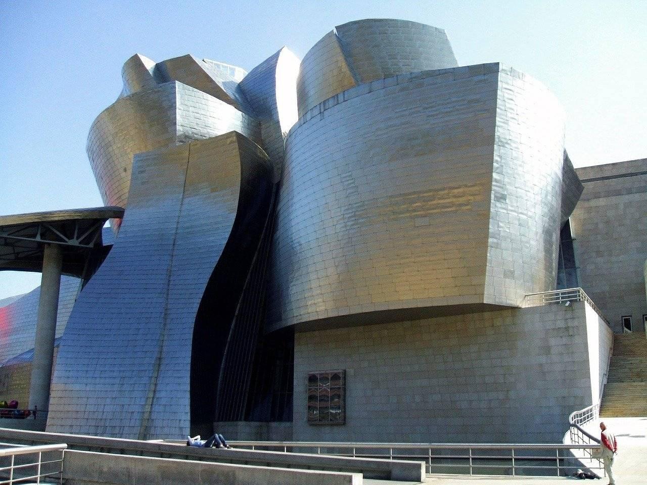 Музей соломона гуггенхайма в бильбао | деловой квартал | деловой квартал