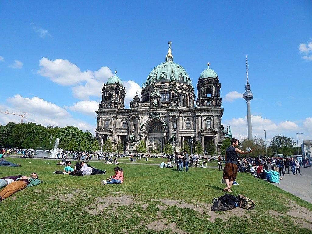 Берлинский кафедральный собор— лютеранский храм в католических традициях