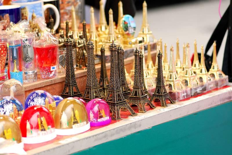 10 сувениров, которые из парижа везет каждый турист