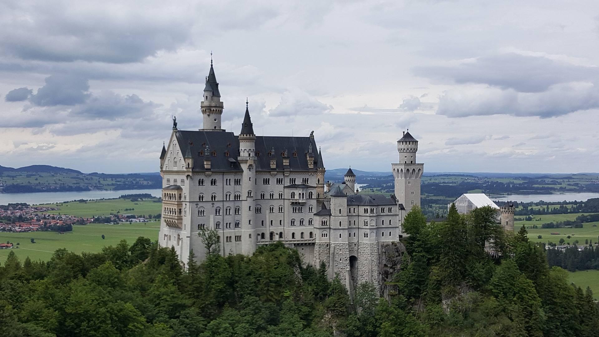 Живописный и сказочный замок нойшванштайн