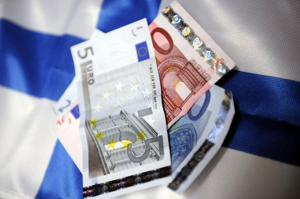 Стоит ли сейчас покупать доллары и евро в 2021 году: факторы + советы