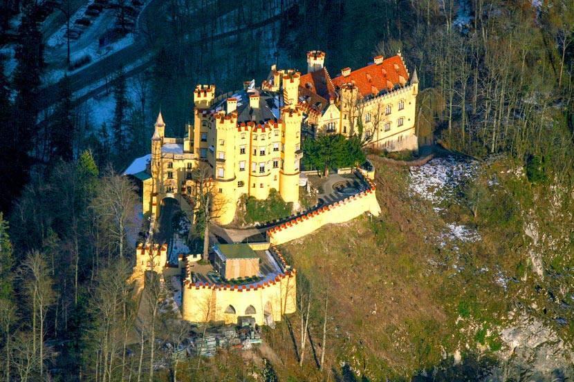 Замок хоэншвангау, или романтическая резиденция баварских королей. фото