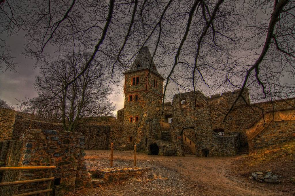 Интересные факты о замке нойшванштайн. самый прекрасный замок мира нойшванштайн возвышается на фоне головокружительных альпийских пейзажей в баварии. | интересные факты