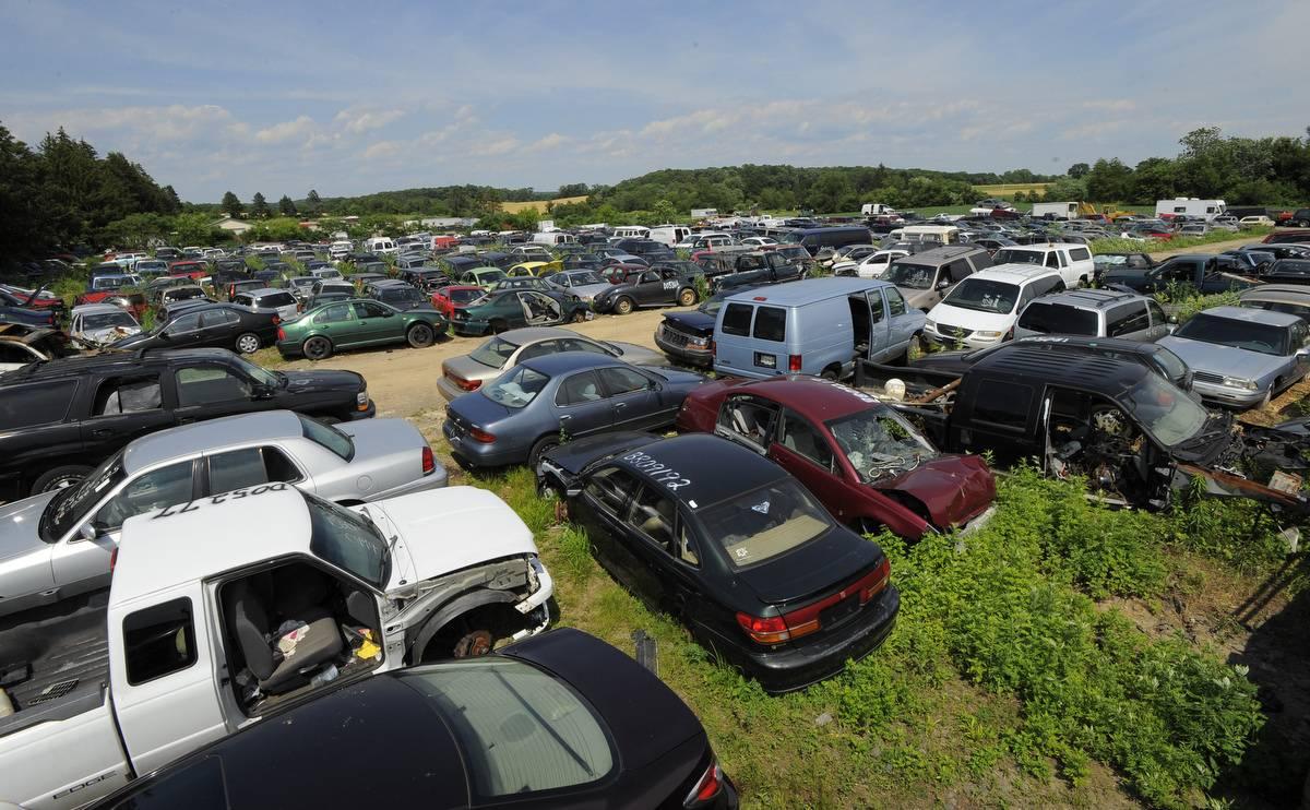 Как организованы свалки автомобилей в германии