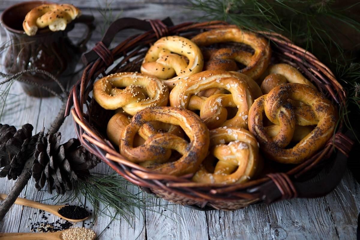 Хрустящий немецкий крендель-брецель и рецепт его приготовления | выпечка от анюты бубличкиной