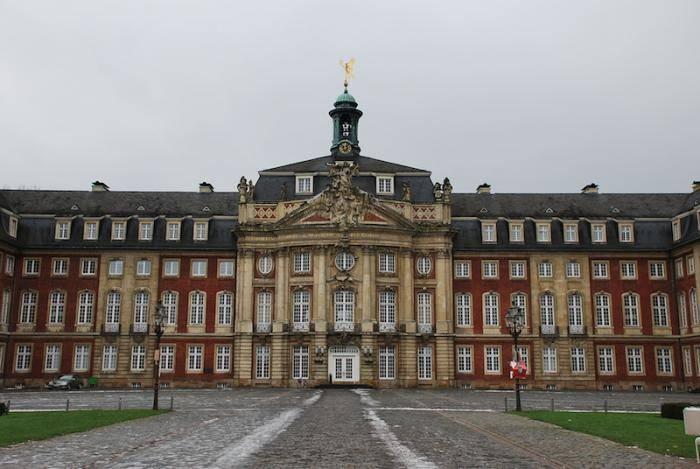 Мюнстерский дворец — википедия